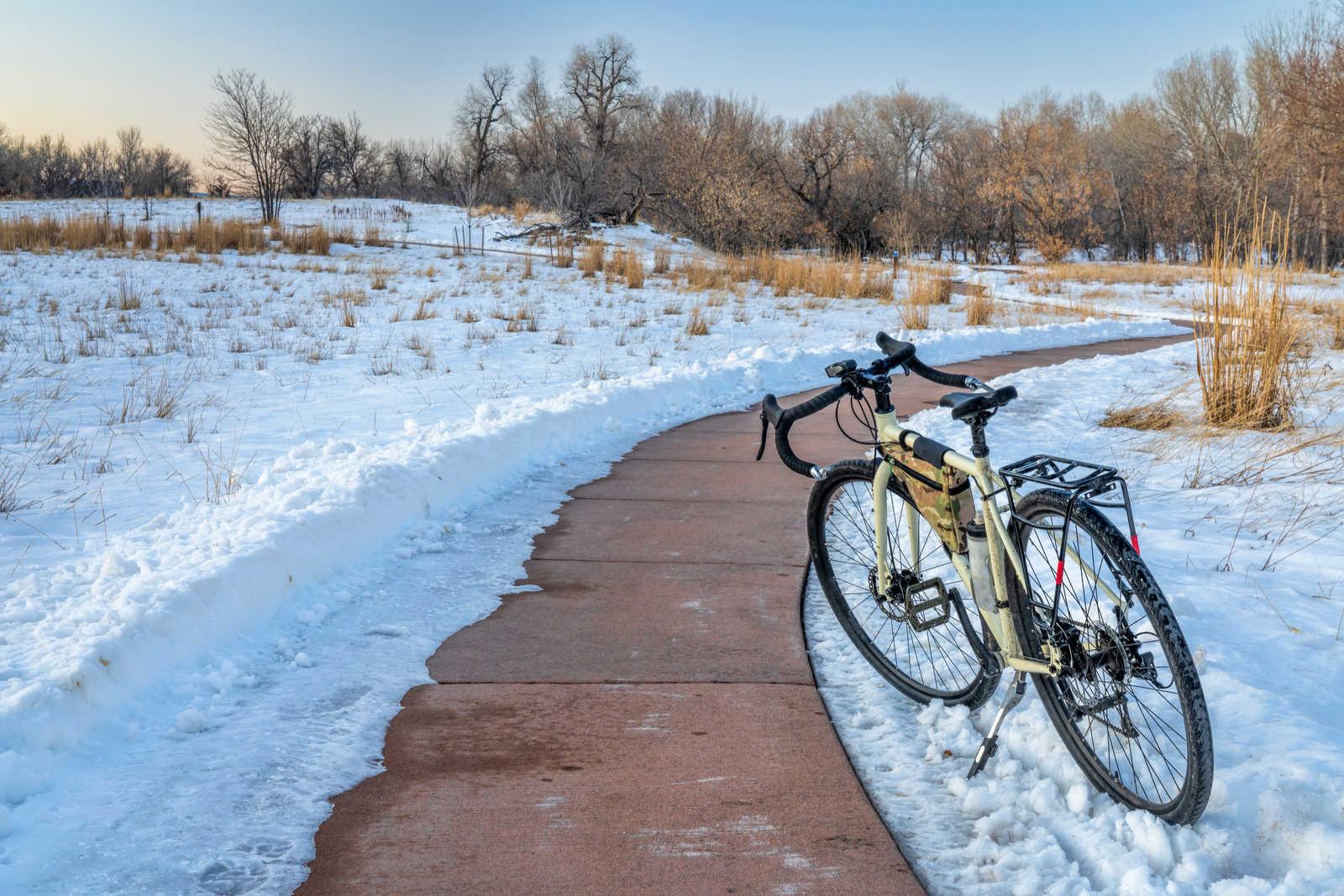 rower w trakcie zimy