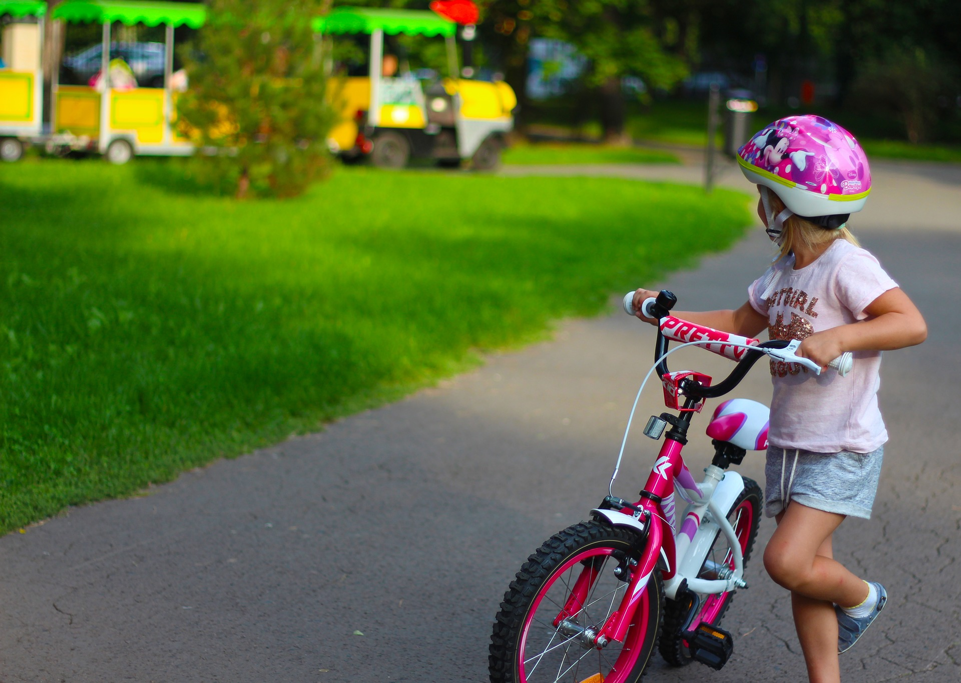 rower dziewczęcy z pedałami