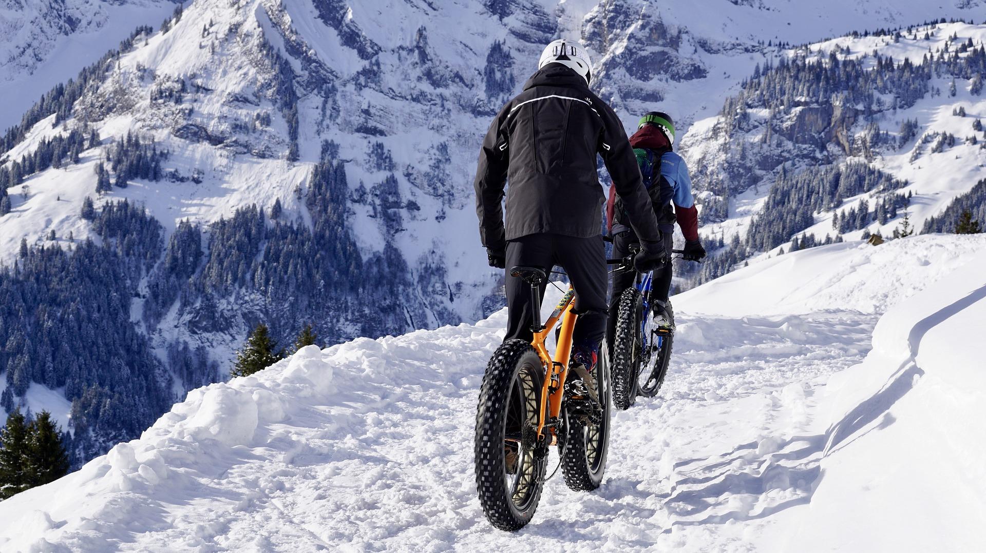 zimowy ubiór do jazdy na rowerze